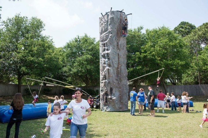 Mobile combo unit allows Extreme Air jumping and rock climbing in one.
